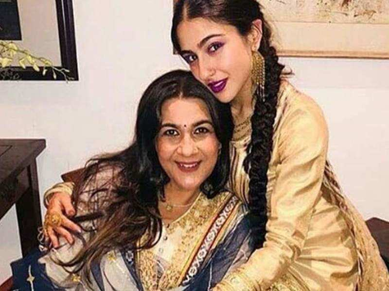 sara ali khan paid tribute her mother on mother days