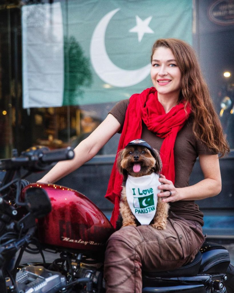 Rosie Gabrielle Receives Hate For Dressing Dog In Pakistani Flag5